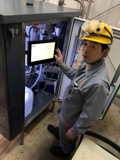 Mitsutoshi Izumi, who is in charge of the causticizing process in the Power department, checks the Valmet Alkali R analyzer