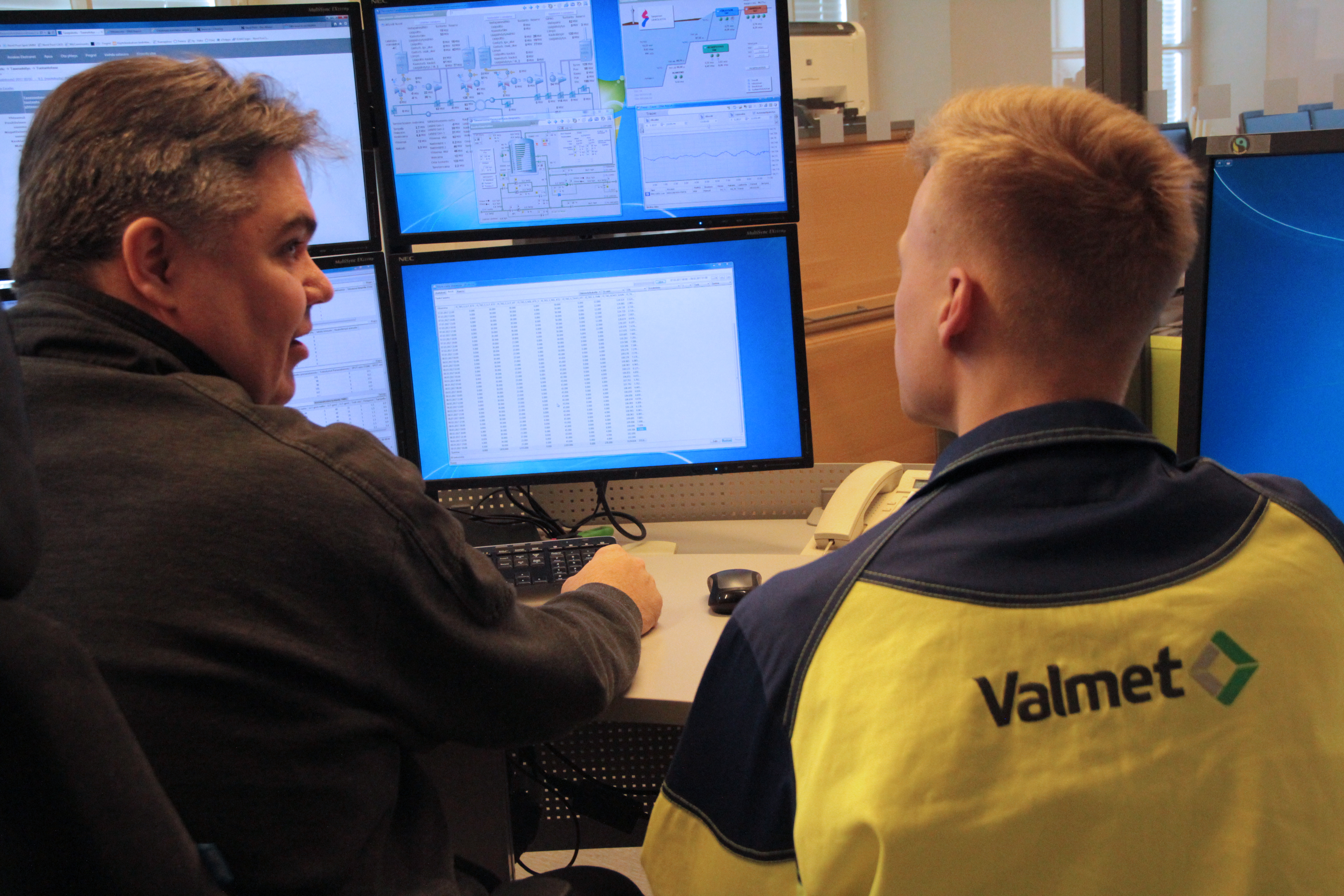 Marko Ketola_TKS and Jyri Kaivosoja_Valmet in the control room